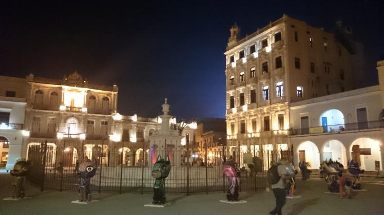 La Havane 4-40 Plaza Vieja.JPG